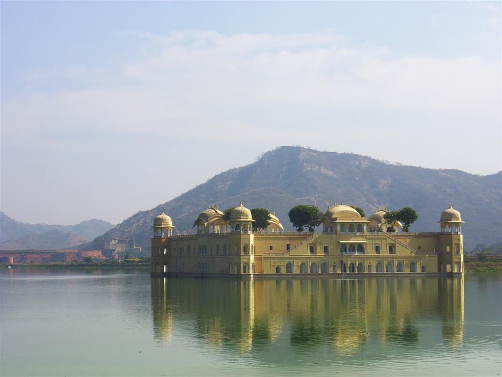 http://www.whatsoever.hk/india/Jal.Mahal.(Water Palace).Jaipur.JPG